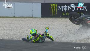 Valentino Rossi เป็นอีกคนที่ล้มโค้งที่ 10