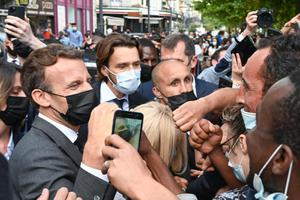 ผู้นำฝรั่งเศสถูกตบหน้า ขณะพบประชาชน