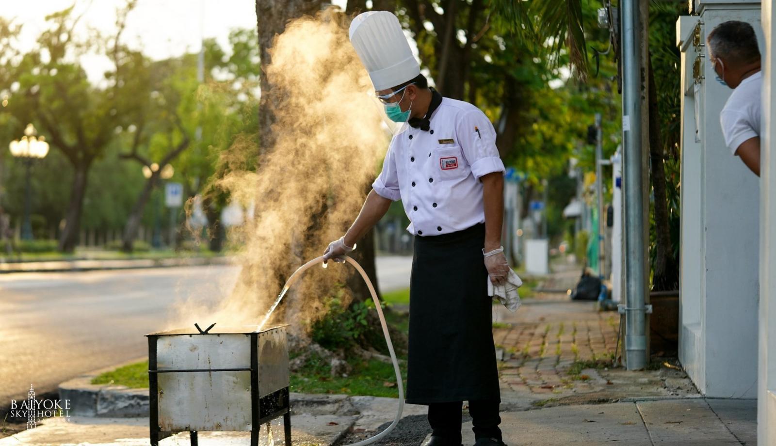 """ใบหยก ผุด """"Baiyoke cook at home"""" ส่งเชฟทำอาหาร เสิร์ฟตรงถึงหน้าบ้าน"""