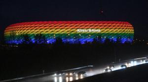 """ทีมในศึกบุนเดสลีกา พร้อมใจเปิด """"ไฟสีรุ้ง"""" โต้ยูฟ่า ปม  LGBTQ+"""