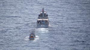 ทัพเรือภาค 2 เร่งนำเรือประมงพร้อมร่างไต๋เรือ กลับเข้าฝั่ง