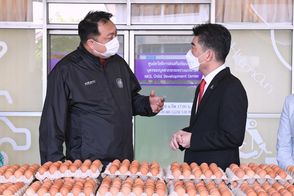 ซีพีเอฟ ส่งอาหารจากใจ มอบไข่ไก่ 2 แสนฟอง หนุน ก.แรงงาน ช่วยแคมป์คนงาน ทั่ว กทม.