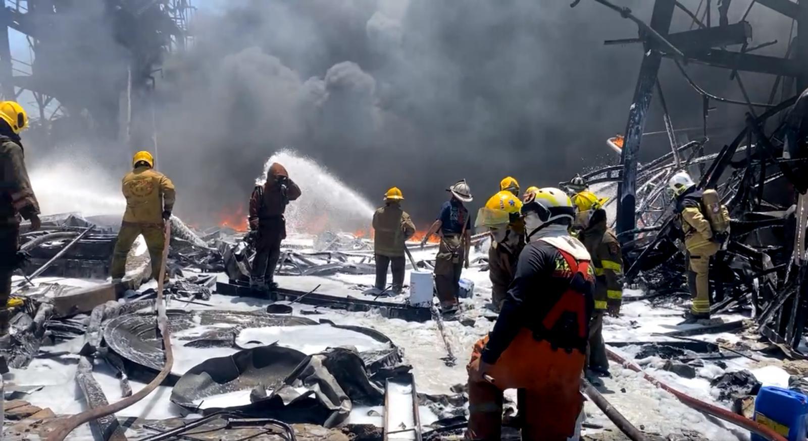 ระเบิดรอบ 2 ไฟไหม้โรงงานกิ่งแก้ว  ดับเพลิงเจ็บ 4 เจอศพอาสาสมัครดับคากองเพลิง
