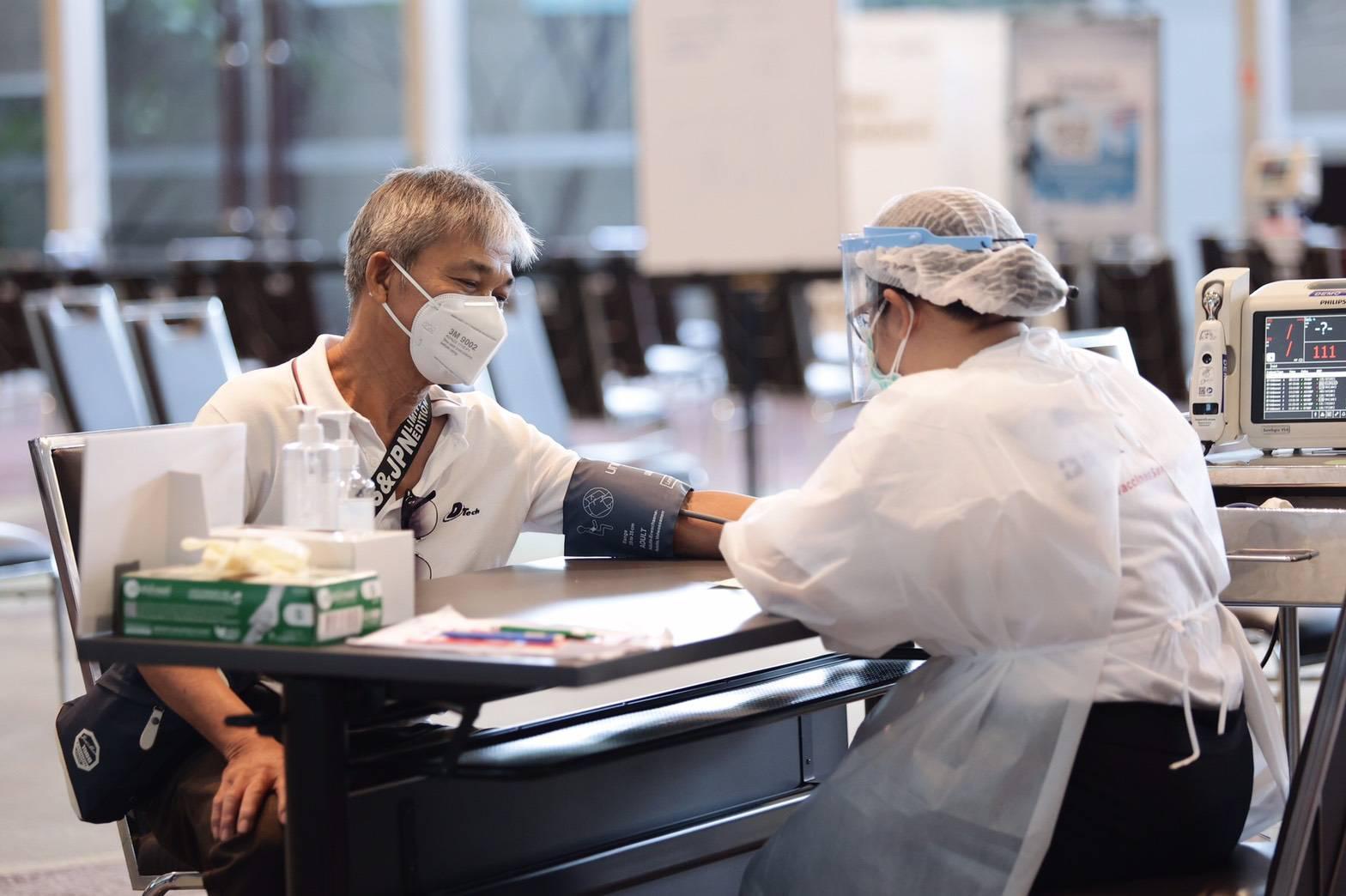 """สยามพารากอน และ ไอคอนสยาม เดินหน้ารองรับการปรับแผนฉีดวัคซีน ตอกย้ำความมั่นใจผู้ใช้บริการ สะดวก สะอาด ปลอดภัย พร้อมชวนคนไทยรวมพลัง """"สยามรวมใจ สู้โควิดไปด้วยกัน"""""""