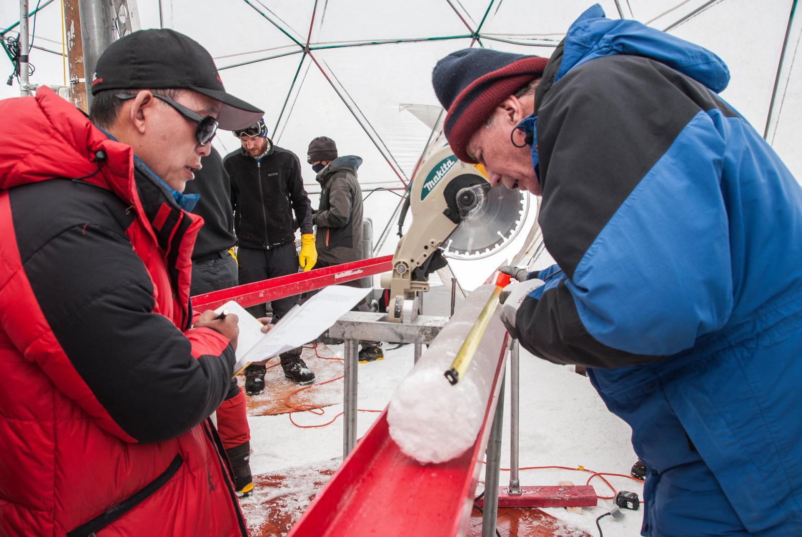 พบเชื้อไวรัสโบราณอายุเกือบ 15,000 ปีถูกแช่แข็งอยู่ในธารน้ำแข็งทิเบต