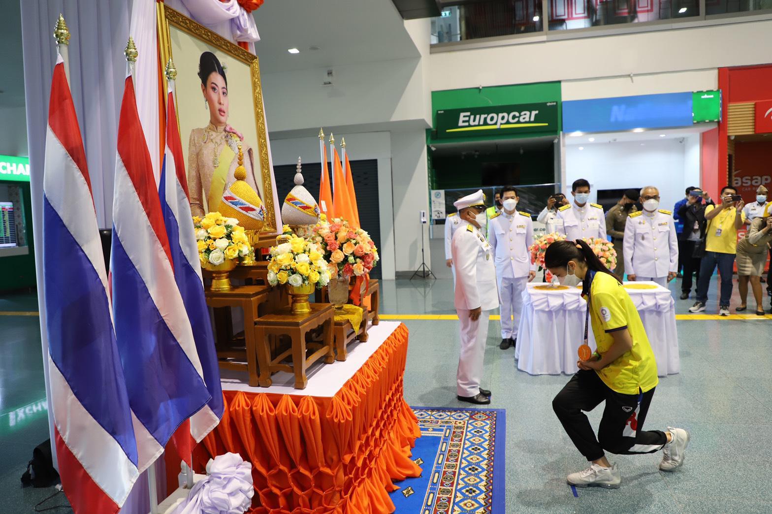 สมเด็จพระเจ้าลูกเธอ เจ้าฟ้าสิริวัณณวรี นารีรัตนราชกัญญา ทรงพระกรุณาโปรดเกล้าฯ ให้ผู้แทนพระองค์ฯ นำช่อดอกไม้พระราชทานมอบแก่ สมาคมเทควันโด้แห่งประเทศไทยและคณะนักกีฬาเทควันโด้ทีมชาติไทย