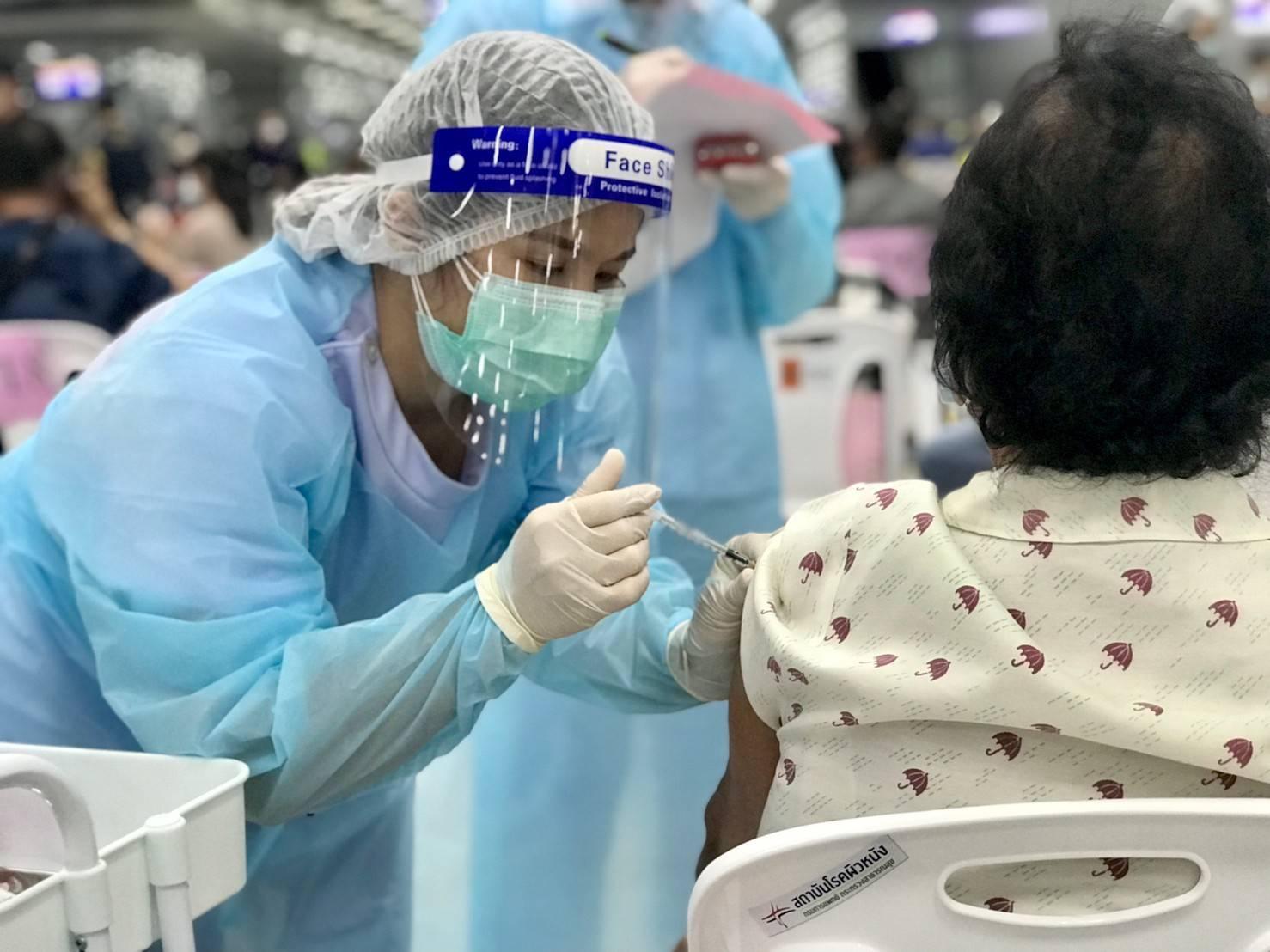 แอสตร้าเซนเนก้า แนะให้ฉีดห่างจากวัคซีนอื่น 2 สัปดาห์ป้องกันทำปฏิกิริยา