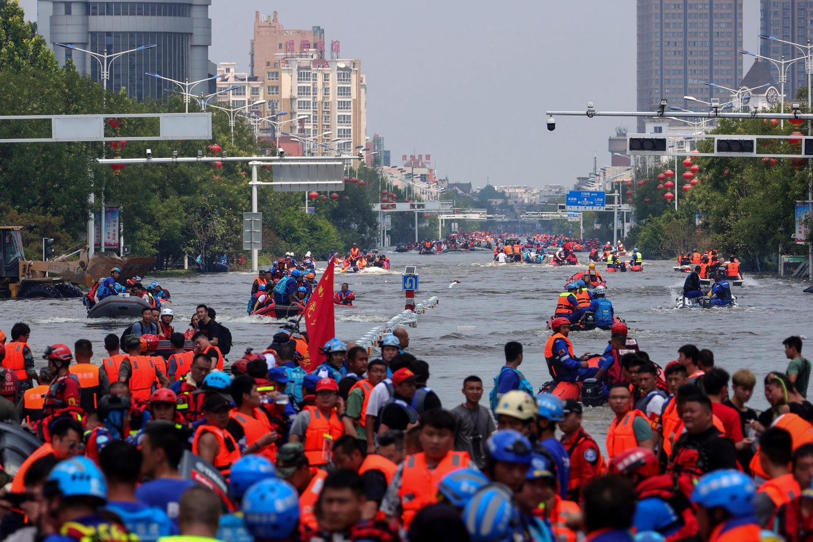 """จีนเร่งอพยพประชาชน หลังไต้ฝุ่น """"อินฟา"""" พัดขึ้นฝั่งรอบ 2"""