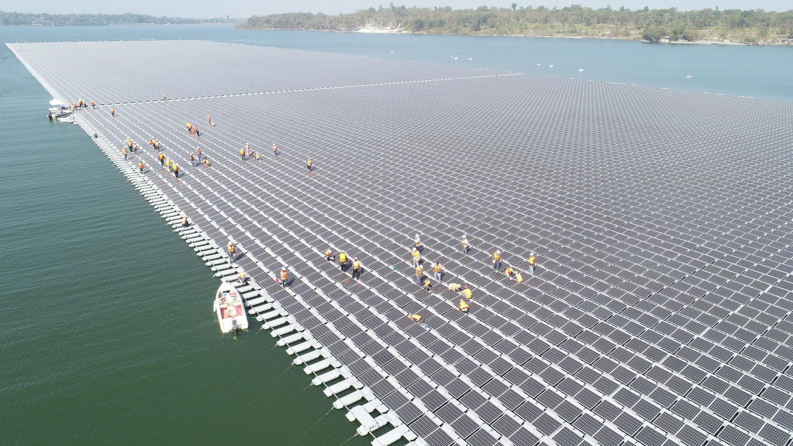 รู้จักโซลาร์ลอยน้ำไฮบริดที่ใหญ่ที่สุดในโลกเตรียมจ่ายไฟต.ค.นี้