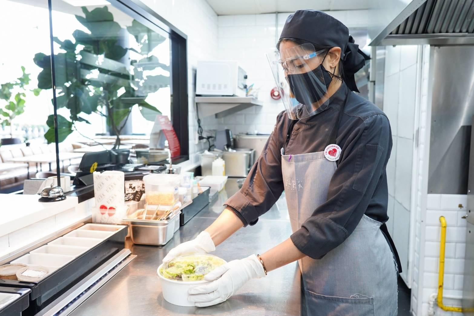 ไอคอนสยาม และ วันสยาม  ขานรับนโยบายภาครัฐผ่อนคลายมาตรการสำหรับร้านอาหาร ให้บริการอาหารและเครื่องดื่มผ่านบริการ Food Delivery Service  ภายใต้มาตรการสุขอนามัยและความปลอดภัยสูงสุด