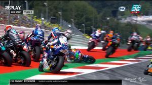 ออกตัวไม่ทันพ้นโค้งแรกล้มไปแล้ว 2 Stefano Manzi ล้มไปเบียด Jorge Navarro ล้มไปอีกคัน