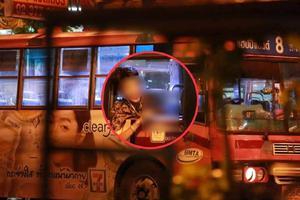 """ระทึก! คนร้าย ชักปืนจี้รถเมล์สาย 8 """"โชเฟอร์-กระเป๋ารถ"""" หนีออกมาได้"""