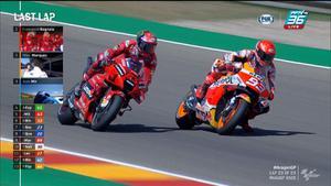 สุดยอดกันทั้งคู่จริงๆ Francesco Bagnaia และ Marc Marquez แซงมาแซงกลับแซงมาแซงกลับอยู่หลายรอบ
