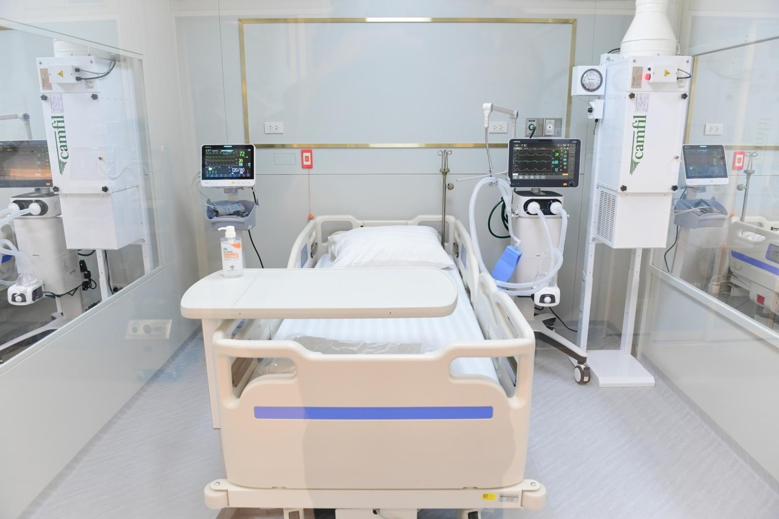 """รพ.ปิยะเวท มอบ """"หนังสือขอบคุณ"""" เครือซีพี-ซีพีเอฟ ร่วมสร้างโรงพยาบาลสนามครบวงจร """"โครงการลมหายใจเดียวกัน"""""""