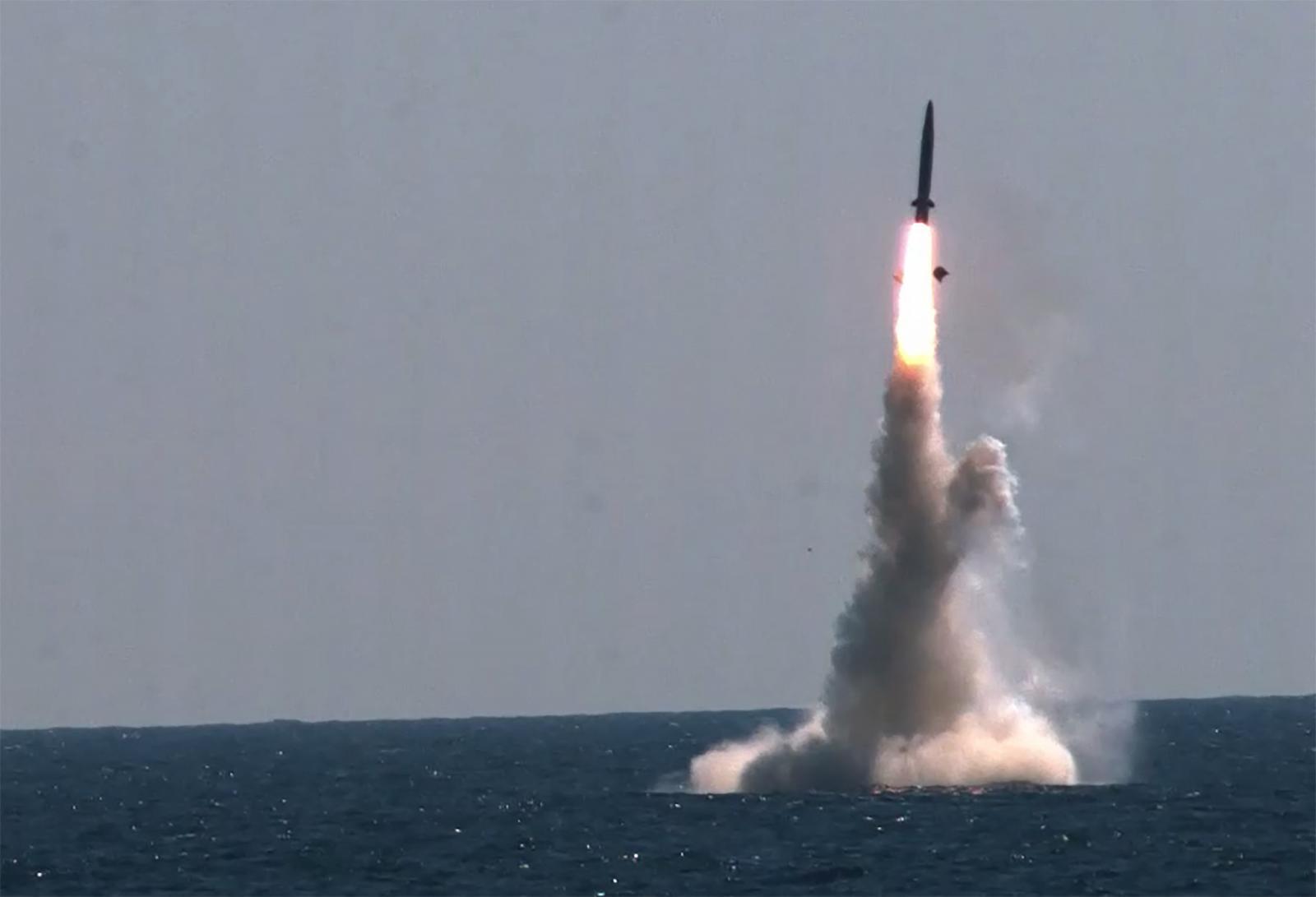 เกาหลีเหนือ เย้ยขีปนาวุธเกาหลีใต้ เหมือนภาพตัดต่อ-พัฒนาไม่สมบูรณ์