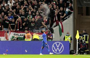 ฟีฟ่า แบนแฟนฮังการี กรณีเหยียดแข้งอังกฤษ เกมฟุตบอลโลก