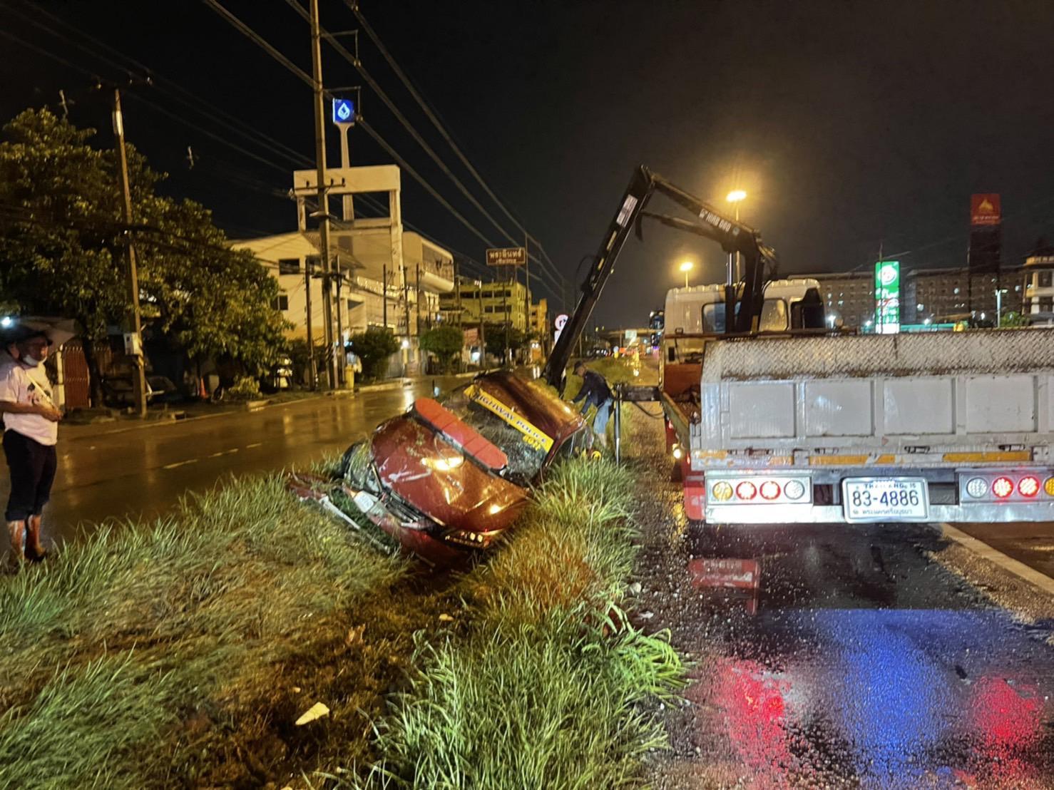 ล่าระทึก! โจรเมายา ตำรวจทางหลวงเสียท่าโดนชิงรถ คนร้ายใช้ขับหนี แฝงตัว ก่อนตามรวบได้