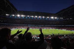 แมนฯ ยูไนเต็ด-เวสต์แฮม ถูกยูฟ่า สั่งปรับกรณีแฟนบอลป่วน